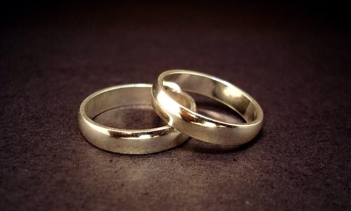 Некоторые вопросы приобретения и распоряжения имущества супругами.
