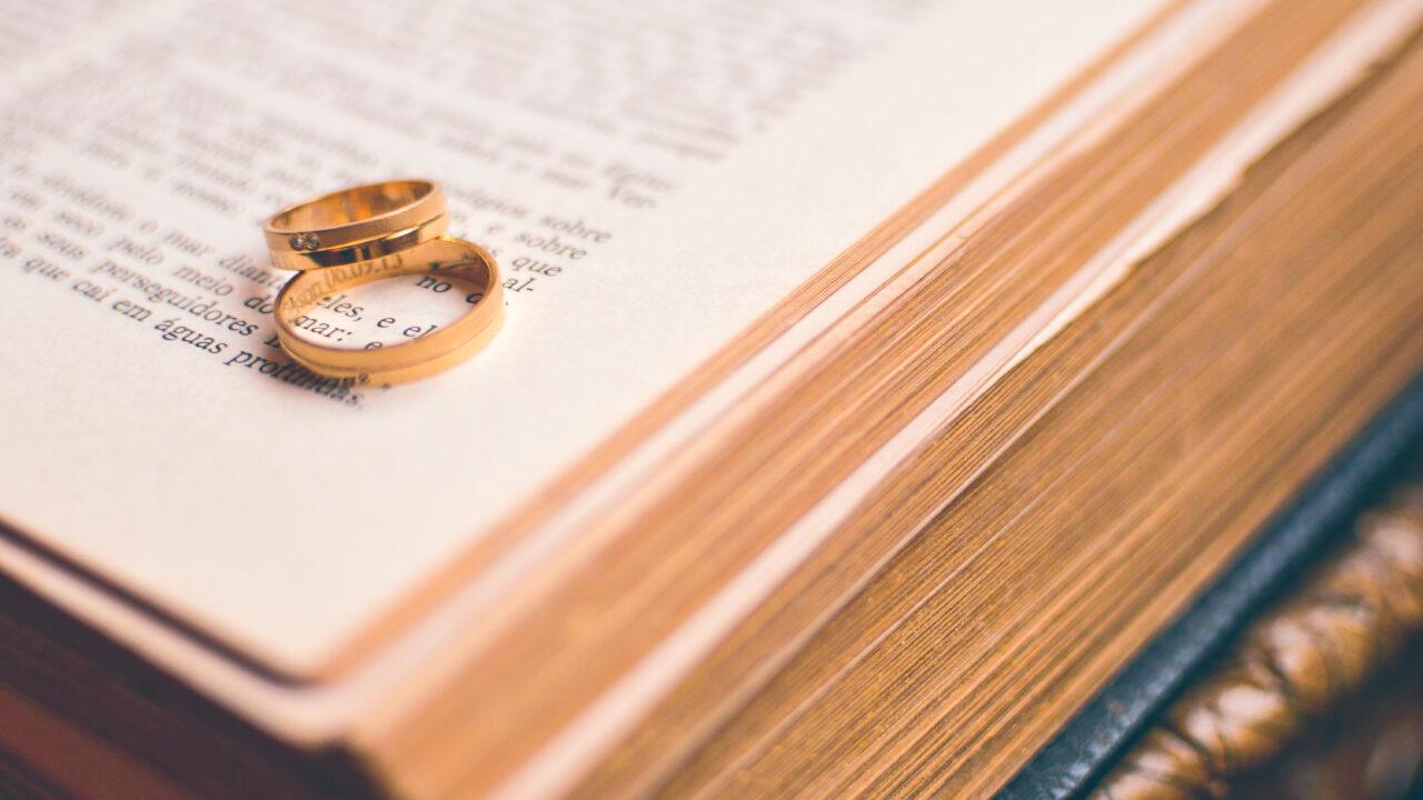 Установление факта проживания одной семьей, а также установление факта прекращения брачных отношений.