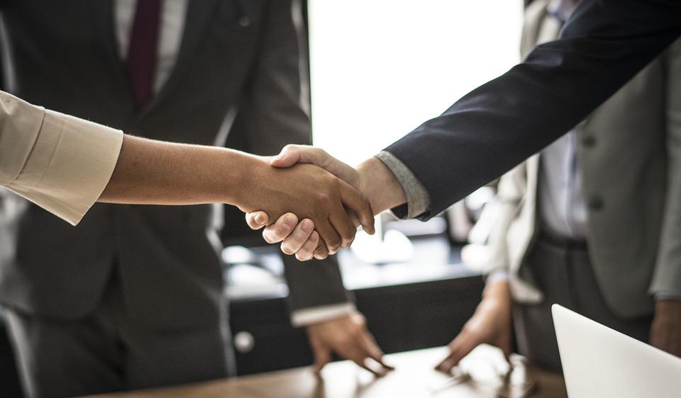 Заключение сделки представителем по доверенности: границы законности
