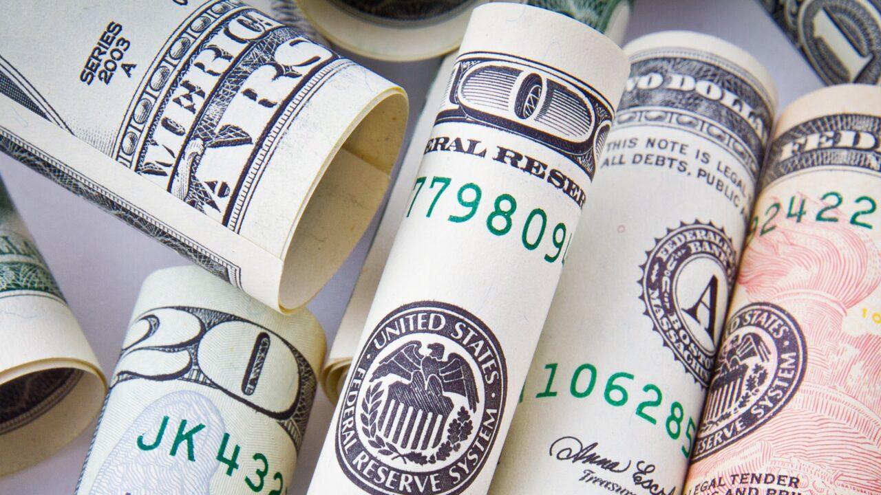 В какой валюте возвращать долги и кредиты?